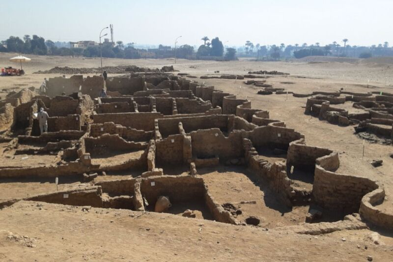 """Archaeologists find """"lost golden city"""" buried under sand for 3,400 years"""