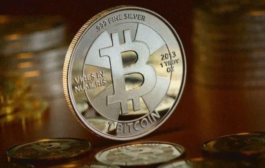 Bitcoin hits new record, trading above $62,700
