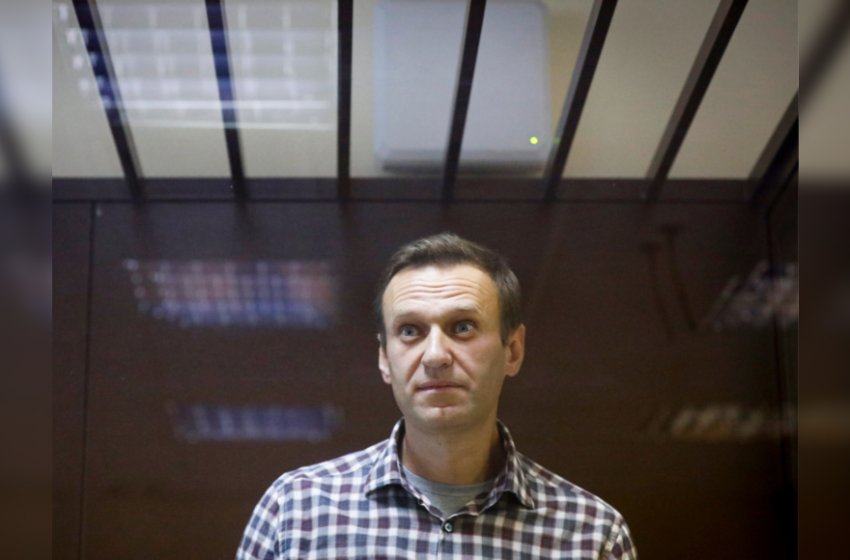 Alexei Navalny transferred to Russian prison hospital, health worsening, lawyer says