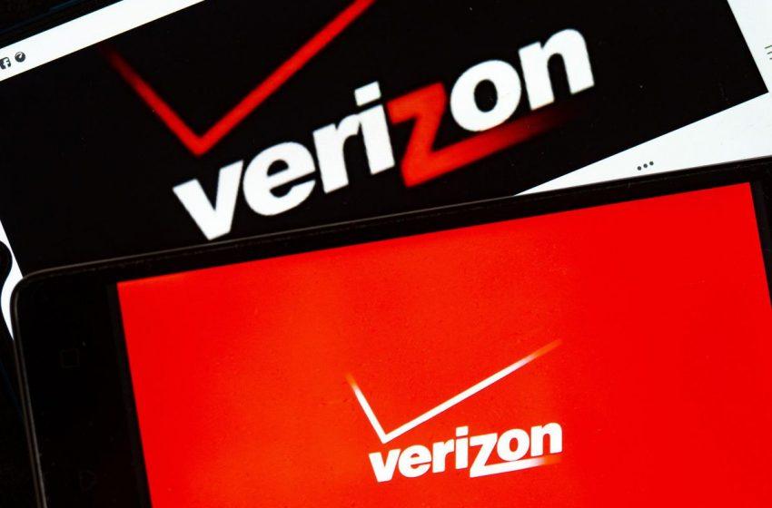 Verizon Mulls Sale Of AOL, Yahoo