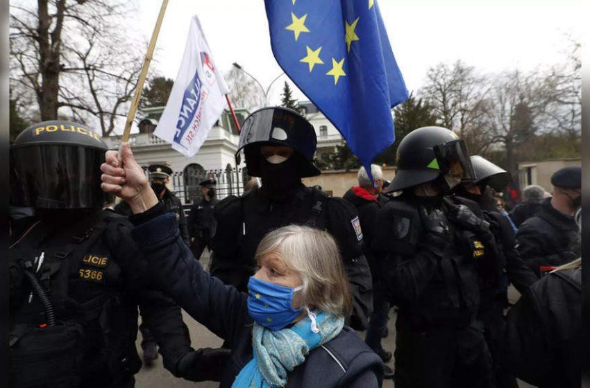 EU foreign ministers talk amid uproar over Ukraine, Navalny