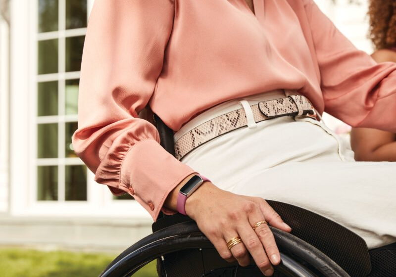 Fitbit announces new style-focused Luxe smartband