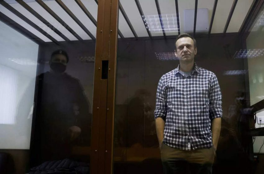 Allies of jailed Kremlin critic Navalny call for protests on April 21