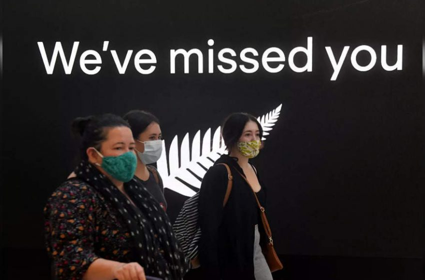 Hugs, tears as New Zealand-Australia travel bubble opens