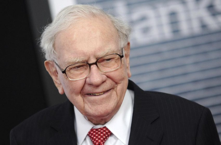 Buffett Doesn't Regret Selling Airline Stocks Last Year — And He Still Doesn't Want To Invest In Them