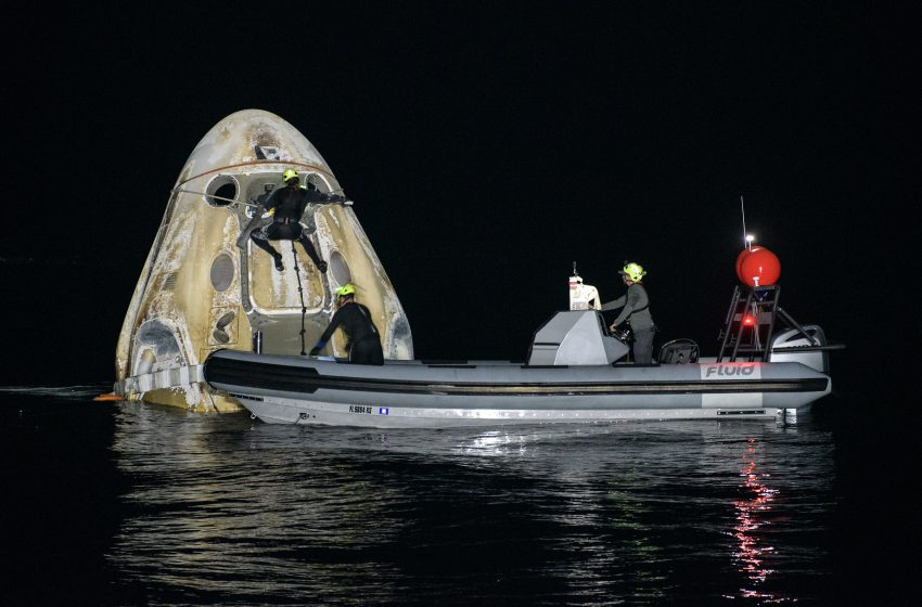 Four astronauts make first nighttime landing in the ocean since 1968