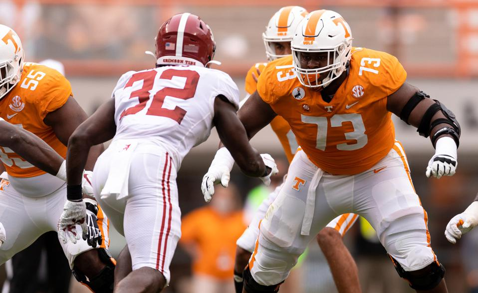 The Chiefs' sixth-round pick Trey Smith blocks against Alabama during college.