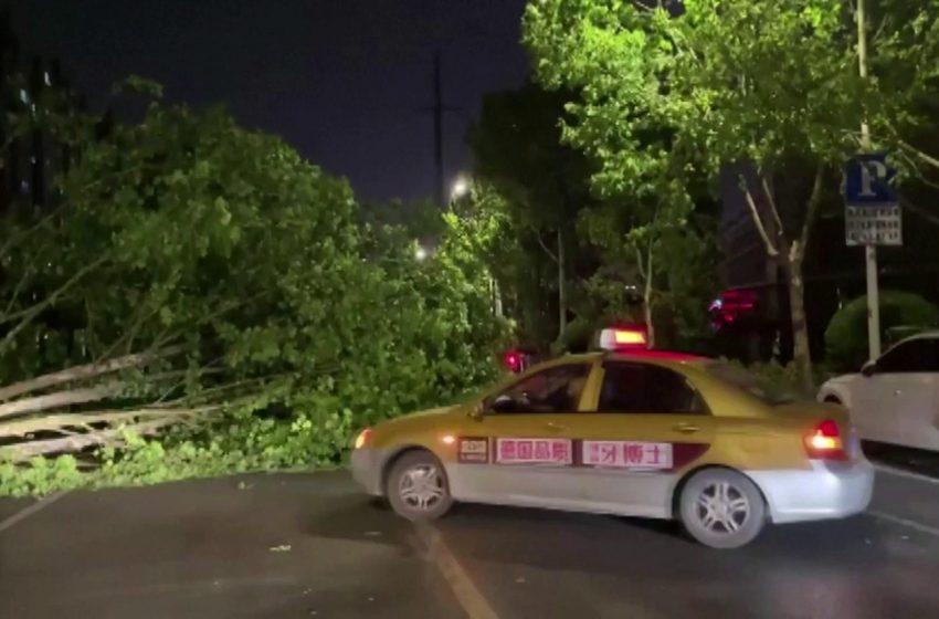 Yangtze storm: Violent winds kill 11 in Nantong, China