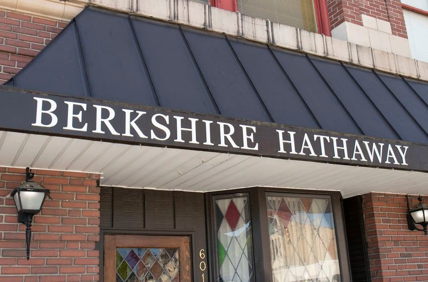 Berkshire Hathaway returns to profit in the fiscal first quarter