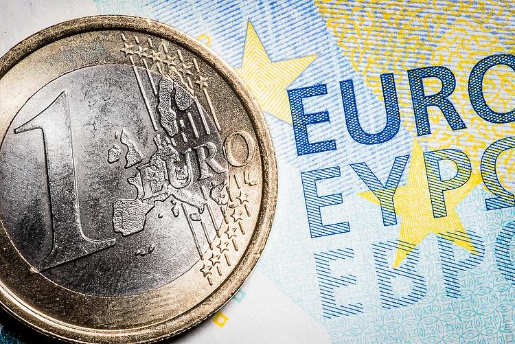 Dollar advances but buyers still cautious