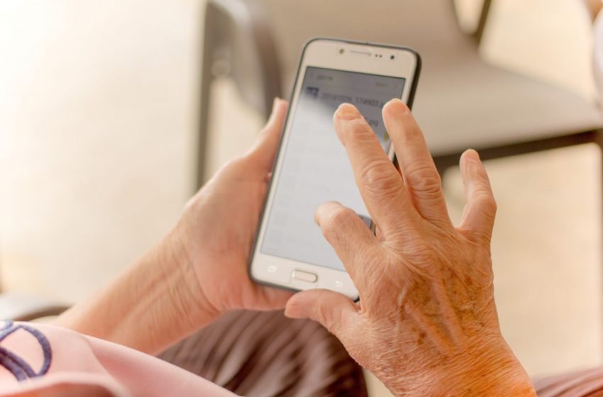 Calming computer jitters: Help for seniors who aren't tech-savvy