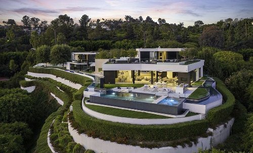 Amid Red-Hot Real Estate Market, a Snazzy Beverly Hills Mansion Trades at $10 Million Loss – Flipboard