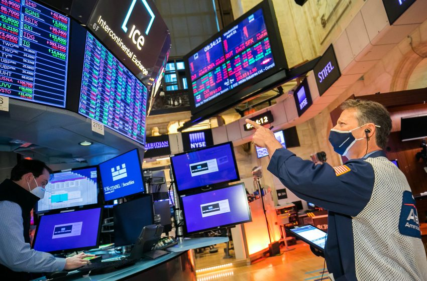 Stock futures hold steady ahead of a huge week of Big Tech earnings