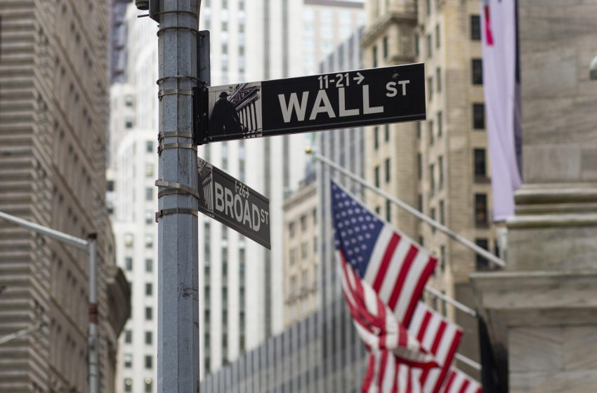 Stock futures extend losses as investors digest tech earnings, await Fed