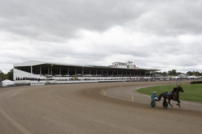 Lou's Pearlman edges Perfect Sting to win Little Brown Jug