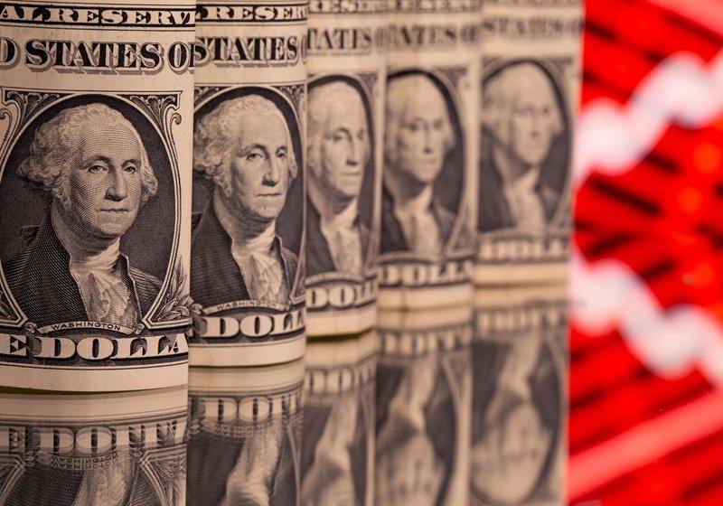 U.S. jobs miss dents dollar as traders wait on payrolls