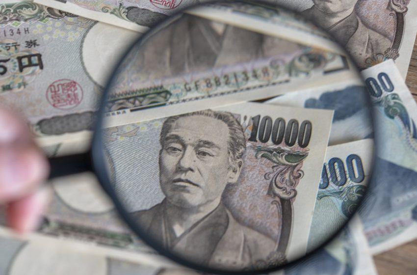 Yen slumps as rising energy prices, U.S. yields bite