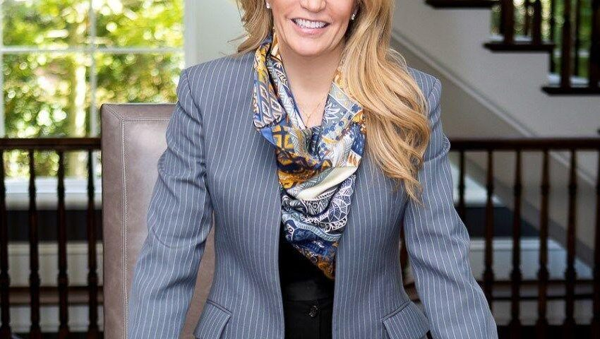 Debra Johnston, A Leading Atlanta Luxury Real Estate Professional, Partners With Coldwell Banker Realty |