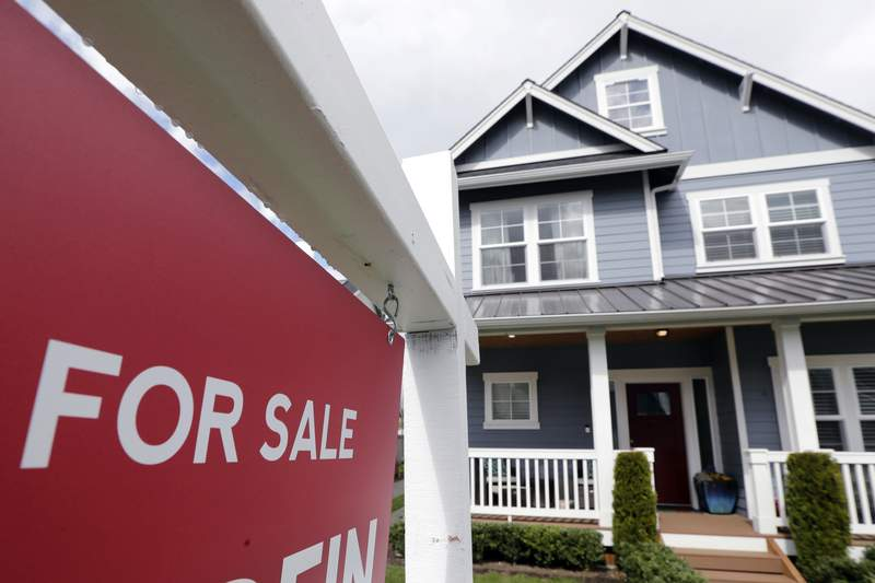 Signs indicate housing market may be cooling off, economists say