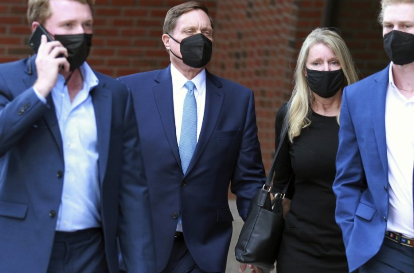 First trial in college admissions bribery scheme to head to jury