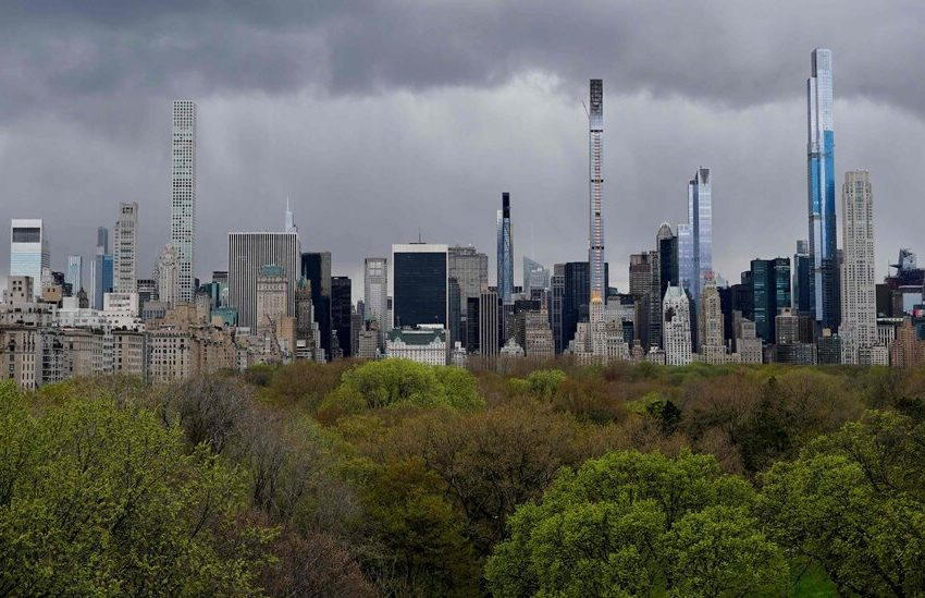 New Supertalls Test the Limits, as the City Consults an Aging Playbook
